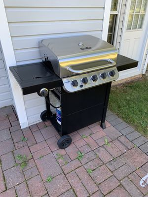CharBroil Gas grill BBQ for Sale in Somerset, NJ