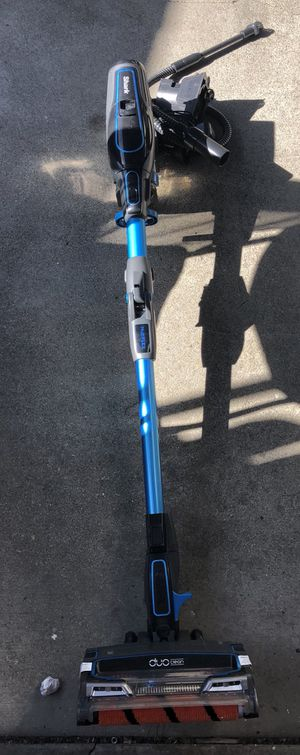 Shark duo clean vacuum for Sale in Riverside, CA