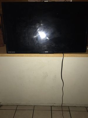 60 inch comes on but selling for parts for Sale in Fort Worth, TX