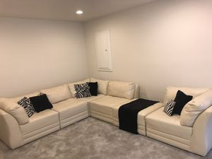 Cream w/ Zebra pillows sectional for Sale in Fort Washington, MD