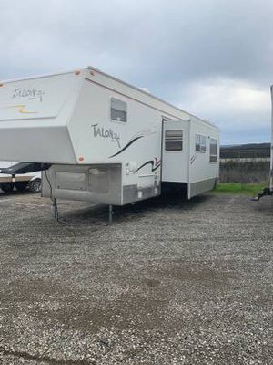 2005 fifth wheel toyhauler 36 feet with super slide out for Sale in Hayward, CA