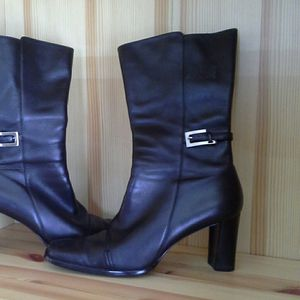 ANNE KLEIN WOMANS BOOTS for Sale in MONTGOMRY VLG, MD