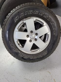 Jeep wrangler stock 17 inch with tpms 5 wheels and tires lugs and locks for Sale in Kent,  WA