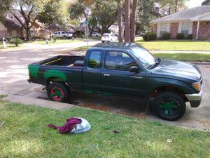 Toyota Tacoma 4x4 standar 4cilindro motor y trasmicion al 100 estan Daxadas Las latas 2,200 for Sale in Houston, TX
