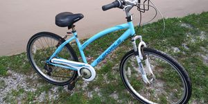 Bike good condition only need cleaning for Sale in Pembroke Pines, FL