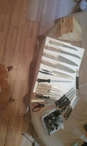 kitchen set everyhing in pic $30 for Sale in Pittsburgh, PA
