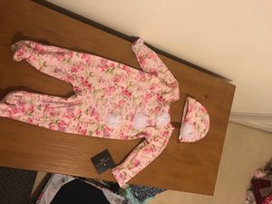 3/6 months girl pajama outfit with hat for Sale in Bothell, WA