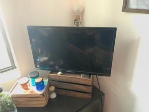 24 in. lightweight element TV for Sale in Altamonte Springs, FL