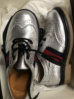 Gucci metallic children shoes size 8. Asking $175 or best offer. Paid $410. (Serious inquiries only please). Little boys for Sale in Philadelphia, PA