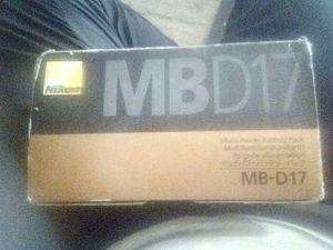 Nikon mbd17 multi power battery pack for Sale in Saint Joseph, MO