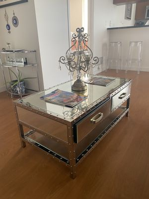 Beautiful Mirrored Coffee Table for Sale in Miami, FL