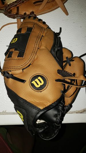 Youth baseball gloves for Sale in Atascocita, TX