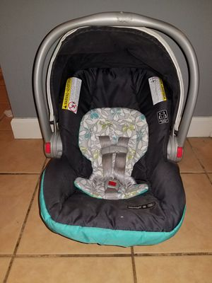 Grace snugride 30 removeable car seat and base for Sale in Tampa, FL