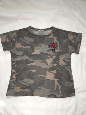 Juniors Girls SZ Medium Camo Camouflage T Shirt Top w/ rose by Dirtee Laundry for Sale in El Mirage, AZ