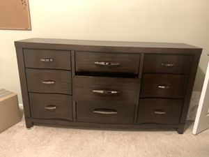 Bedroom Dresser 9 drawers for Sale in Beaumont, CA