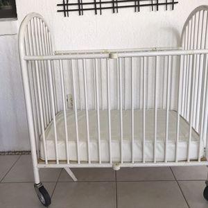 Gracco White Metal Portable Crib for Sale in Orlando, FL