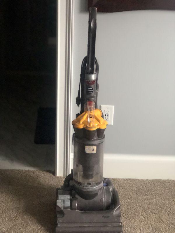 05 DYSON Vacuum cleaner