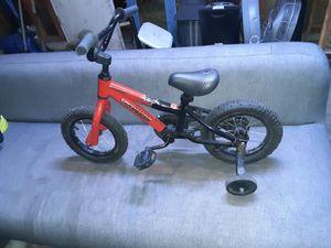 Bicicleta para niño con sus llantas de soporte todo en perfectas condiciones for Sale in Aurora, IL