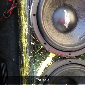 2 12 Inch Speakers With Box for Sale in Wetumpka, AL