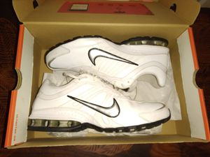 NEW NIKE running shoes for Sale in Clarksville, TN