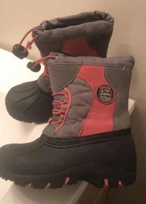Toddler girl snow boots size 8c for Sale in New Haven, CT