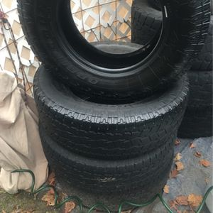 TOYO OPEN COUNTRY AT11 P265/70R17 for Sale in Portland, OR