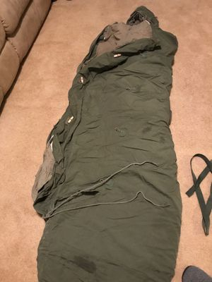 Army Sleeping Bag. Has Head Enclosure, and Toggle Buttons and Snaps. Has Inner Quilt type Lining that can be removed for Hotter Nights. Great Conditi for Sale in Clayton, NC