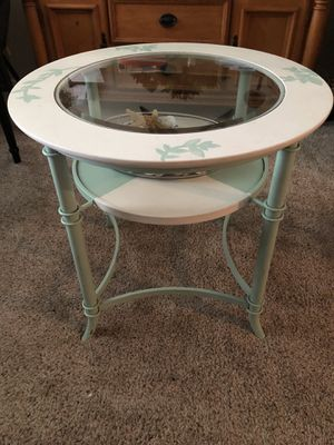 Round end table for Sale in Cocoa, FL