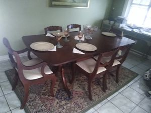 BEAUTIFUL MOHAGONY SOLID WOOD KITCHEN TABLE W/6 CHAIRS GREAT CONDITION for Sale in Brownsville, TX