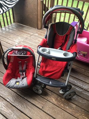 Chicco baby car seat and stroller for Sale in South River, NJ