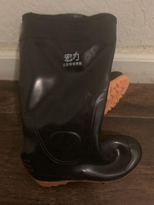 Rain boots unisex size 40 for Sale in Miami, FL