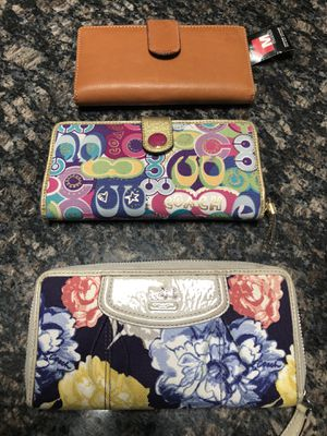 2 coach wallets and one leather mundi wallet. Make me an offer for Sale in Plaistow, NH
