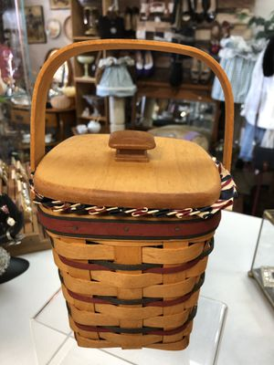 Longaberger 1995 Basket With wood lid (west side) for Sale in El Paso, TX