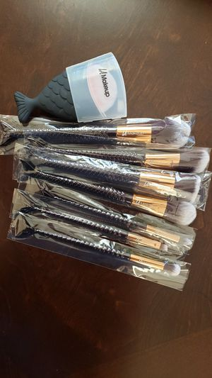 8 pcs mermaid tail makeup brush set. black fishes🕶❤ for Sale in Los Angeles, CA