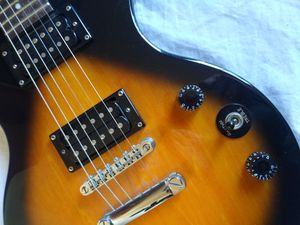 Les Paul Electric Guitar by Gibson / Epiphone in Excellent Condition for Sale in Los Angeles, CA