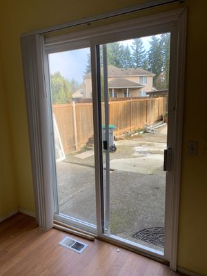 """Sliding glass door 60"""" x 80"""" with blinds for Sale in Renton, WA"""