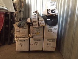 Retrax tonneau cover / truck bed cover for Sale in Corona, CA