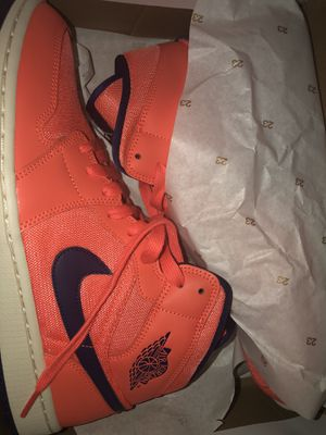 """Jordan 1 Mid """"Turf Orange"""" for Sale in Grandview, MO"""