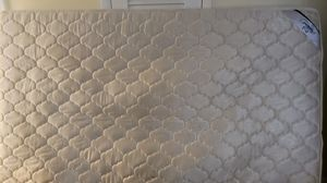 Free Queen size mattress for Sale in Miami, FL