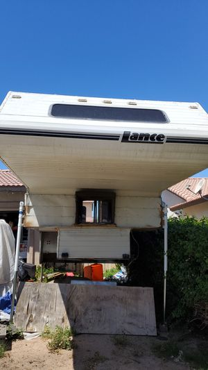 Lance 1010 Slide in Truck Camper with wet bath for Sale in Brawley, CA