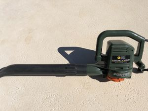 Black and Decker electric leaf blower for Sale in Delray Beach, FL
