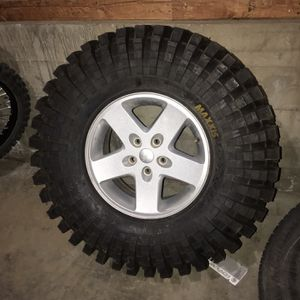 37x12.5x17 Maxxis Trepador Comp Brand New Never Used for Sale in Banning, CA