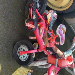 Toddlers Bike w/Training Wheels & Radio Flyer Trị-Cycle for Sale in Seattle,  WA