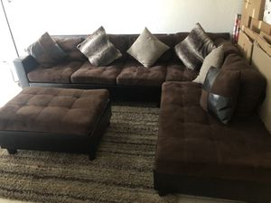 2 Pc Sectional Living Room con Ottoman, cojines incluidos por $350 for Sale in Hialeah, FL
