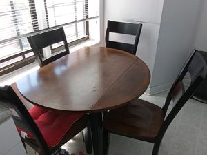 Kitchen table with chairs for sell! for Sale in Brooklyn, NY