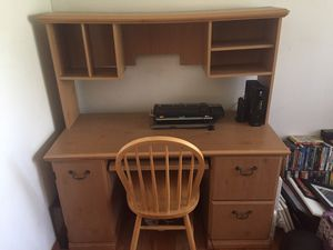 Computer desk and chair for Sale in Houston, TX