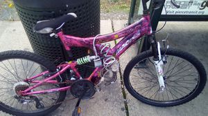 Downhill mountain bike women's mountain bike for Sale in Tacoma, WA