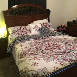QUEEN ASHLEY BEDROOM SET for Sale in Arnold, MO