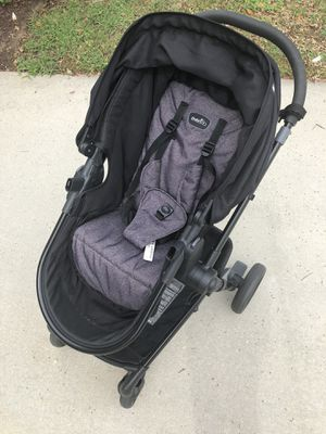 Evenflo car seat and stroller set for Sale in Robins Air Force Base, GA