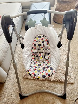 Graco Slim Spaces Compact Baby Swing for Sale in Mountlake Terrace, WA